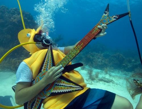 Wettessen, Unterwassermusik und ein Bullenrennen